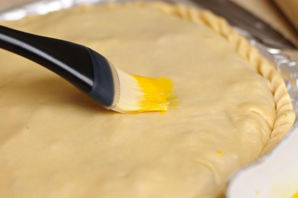 чем смазать пирог чтобы был мягким